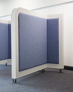 acoustic screen with castors 2